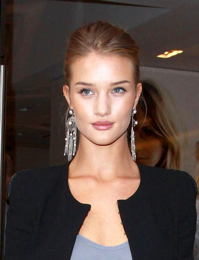 Maquillage de Rosie Huntington-Whiteley :  un teint glowy en septembre 2009