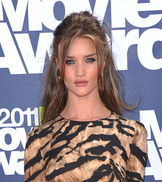 Maquillage de Rosie Huntington-Whiteley : un trait de khôl sous l'oeil en juin 2011