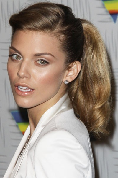 Coiffure de star : la queue de cheval BCBG d'AnnaLynne Mccord