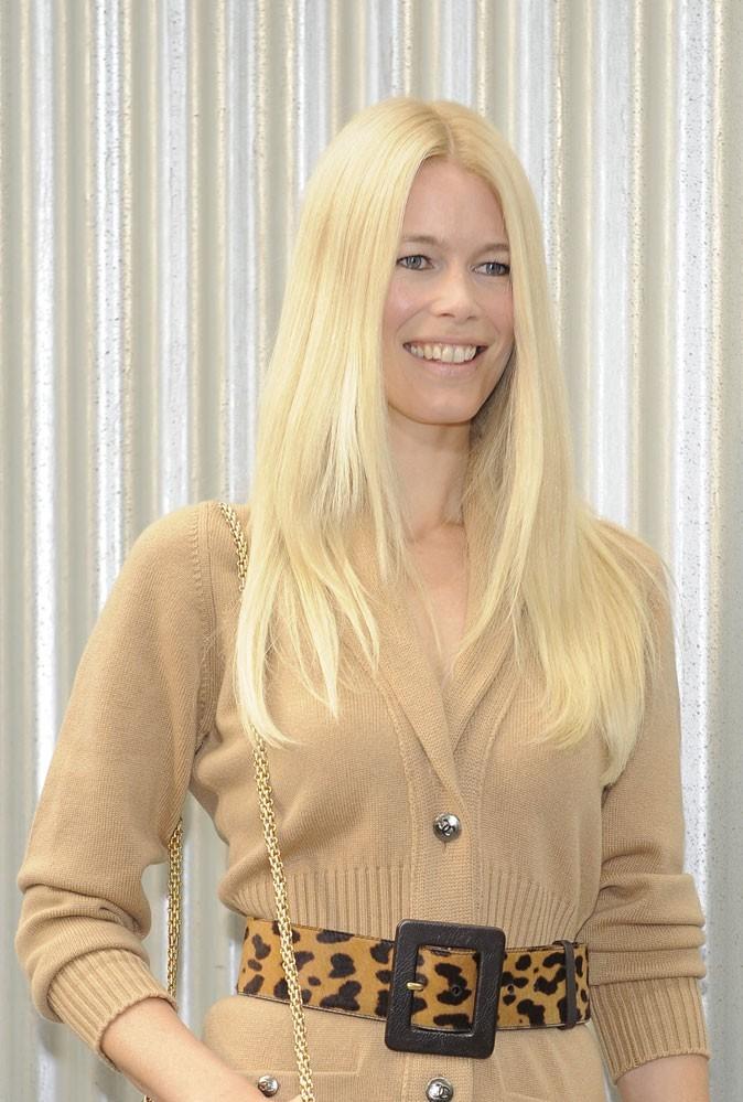 Coiffure de star : les cheveux blond blanc de Claudia Schiffer