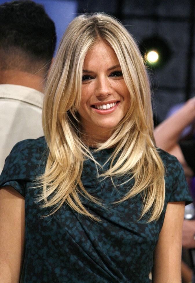 Coiffure de star : les cheveux blonds méchés de Sienna Miller