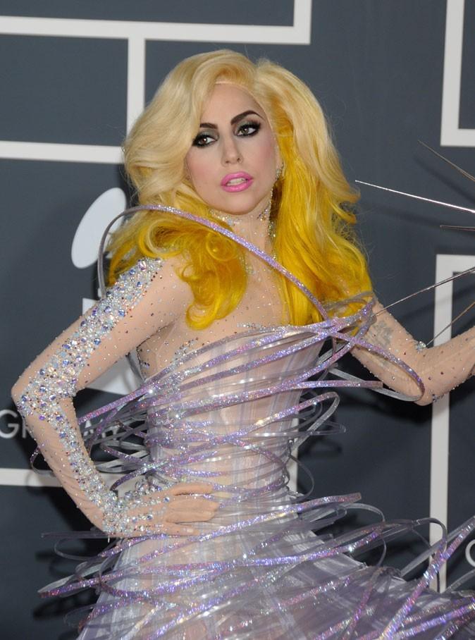 Coiffure de star : les cheveux blonds tendance bicolore de Lady Gaga