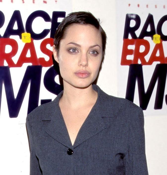 Angelina Jolie : une coiffure cheveux courts en 1997