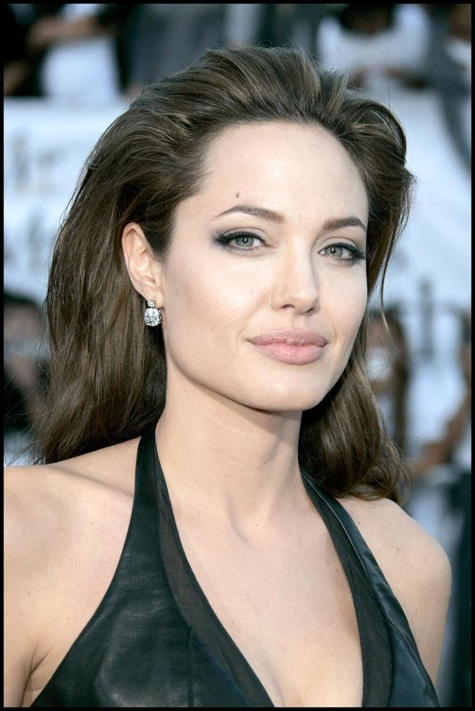 Angelina Jolie : une coiffure gonflée en 2005