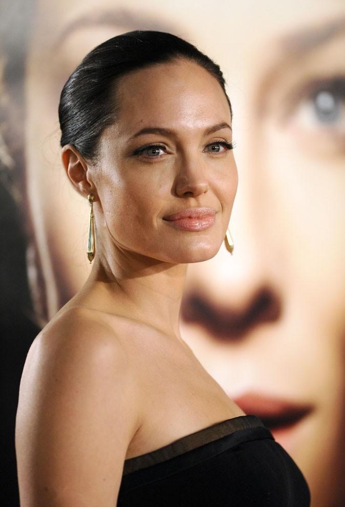 Angelina Jolie : une coiffure wet look en 2008