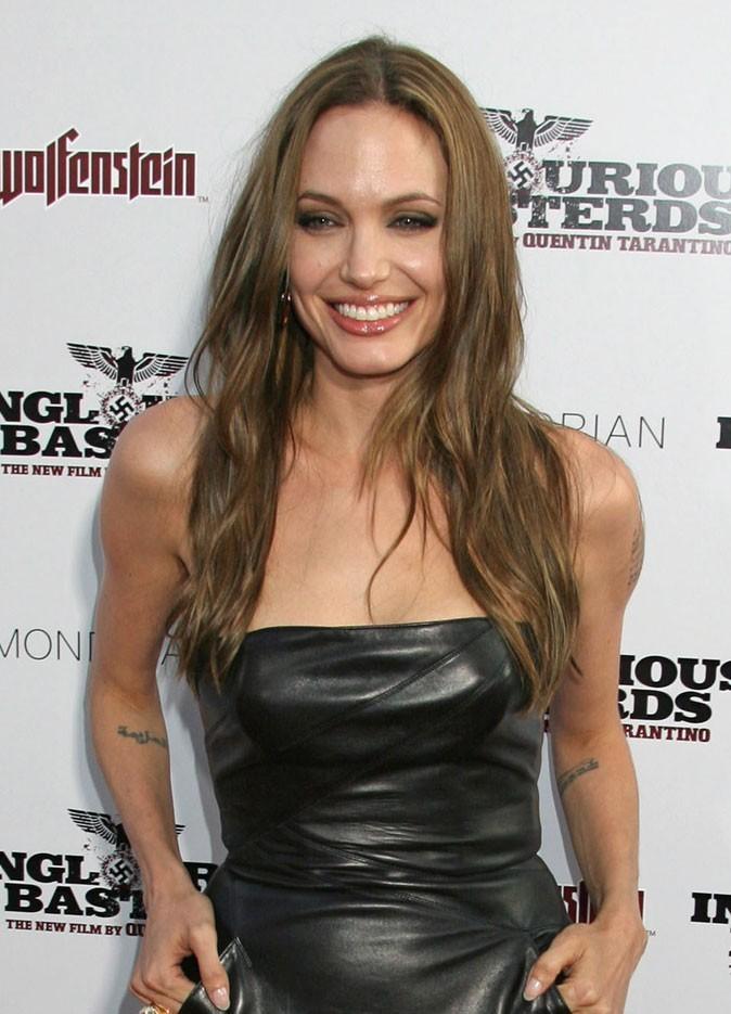 Angelina Jolie : une coiffure wild sur cheveux méchés en 2009