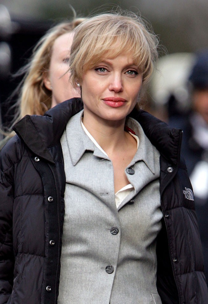 Angelina Jolie : une perruque blonde en 2009 pour le film Salt