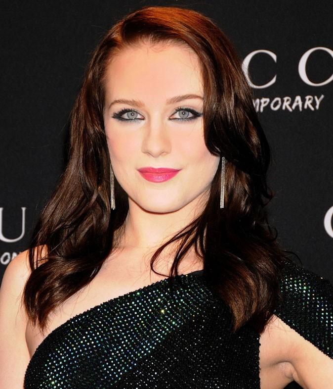Evan Rachel Wood : association d'un rouge à lèvres rose avec ses cheveux bruns en octobre 2009