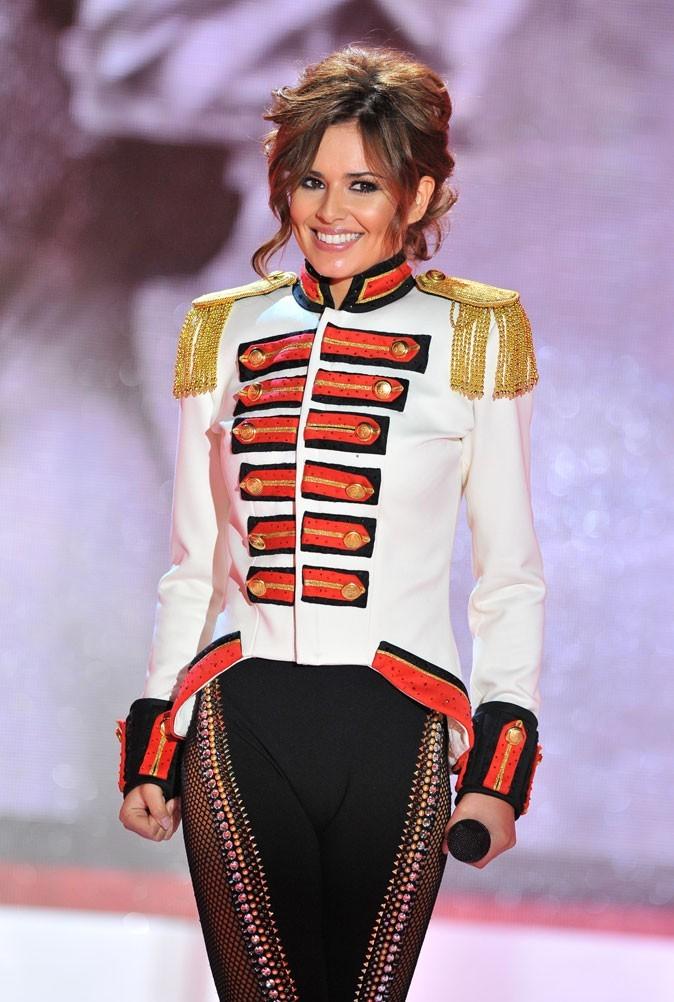 Cheryl Cole en Avril 2010 : un chignon flou et relevé sur scène !