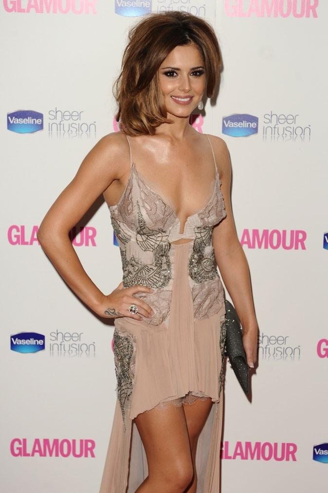 Cheryl Cole en Juin 2010 : des cheveux ramenés sur le côté  !