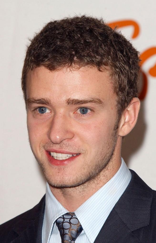 Coiffure de Justin Timberlake en 2003 : assagi avec des cheveux courts