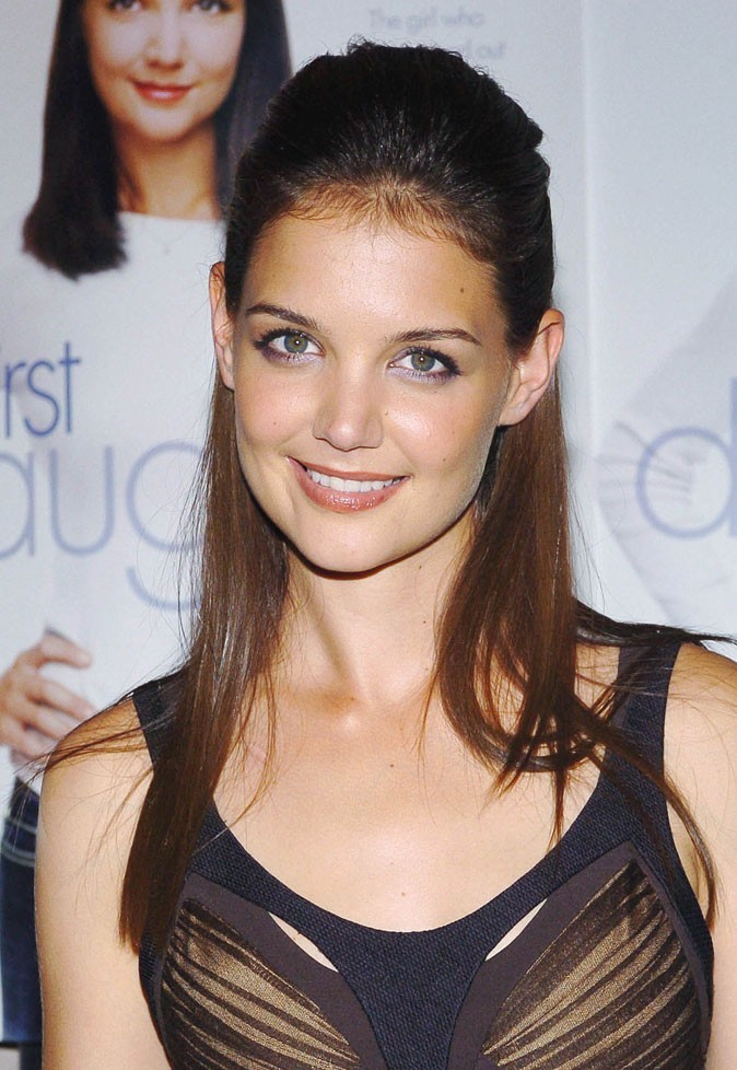 coiffures de katie holmes la femme de tom cruise est toujours au top depuis 10 ans. Black Bedroom Furniture Sets. Home Design Ideas