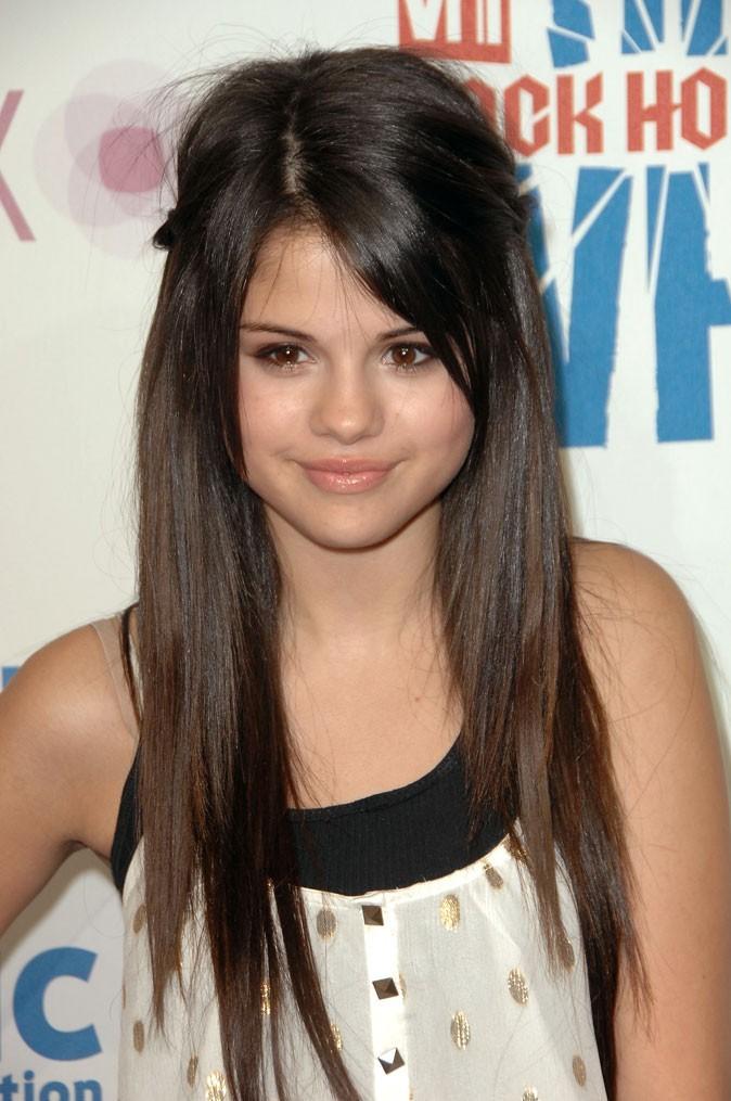 Coiffure de Selena Gomez en juillet 2008 : des cheveux longs lissés