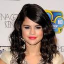 Coiffure de Selena Gomez en juillet 2011 : des cheveux noir corbeau
