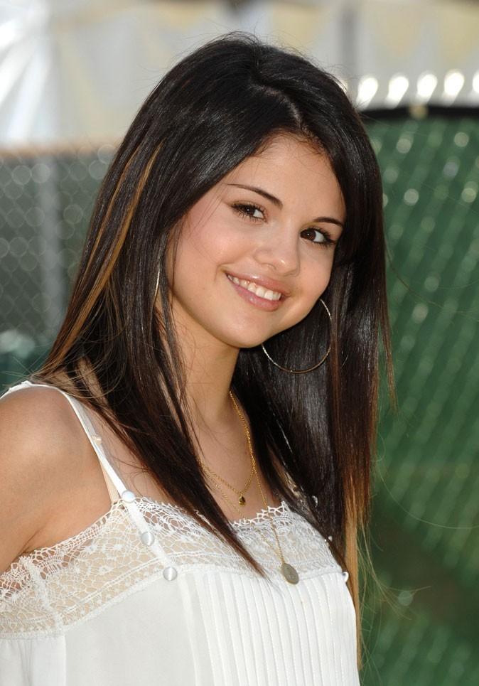Coiffure de Selena Gomez en juin 2008 : des mèches dorées