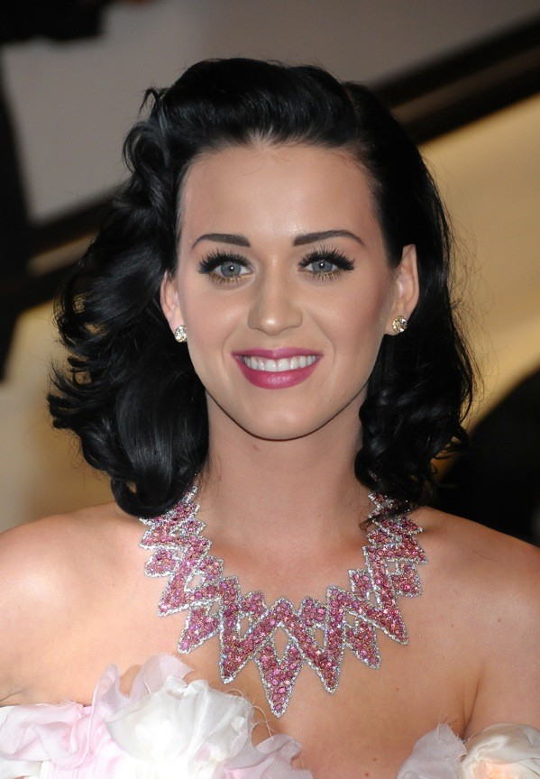 Katy Perry et ses ondulations 50's
