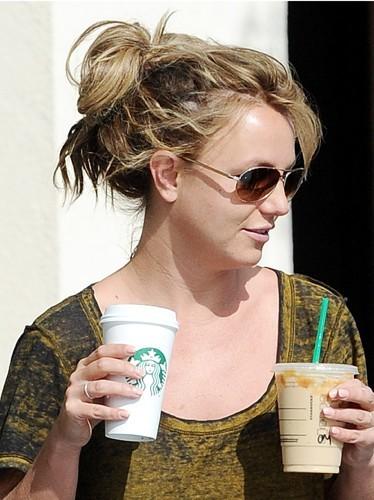 Un petit shampooing sec Britney ?