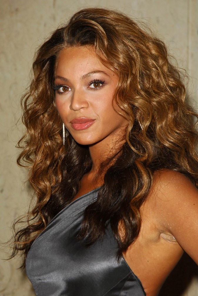 Les boucles sexy de Beyoncé en Novembre 2006 !
