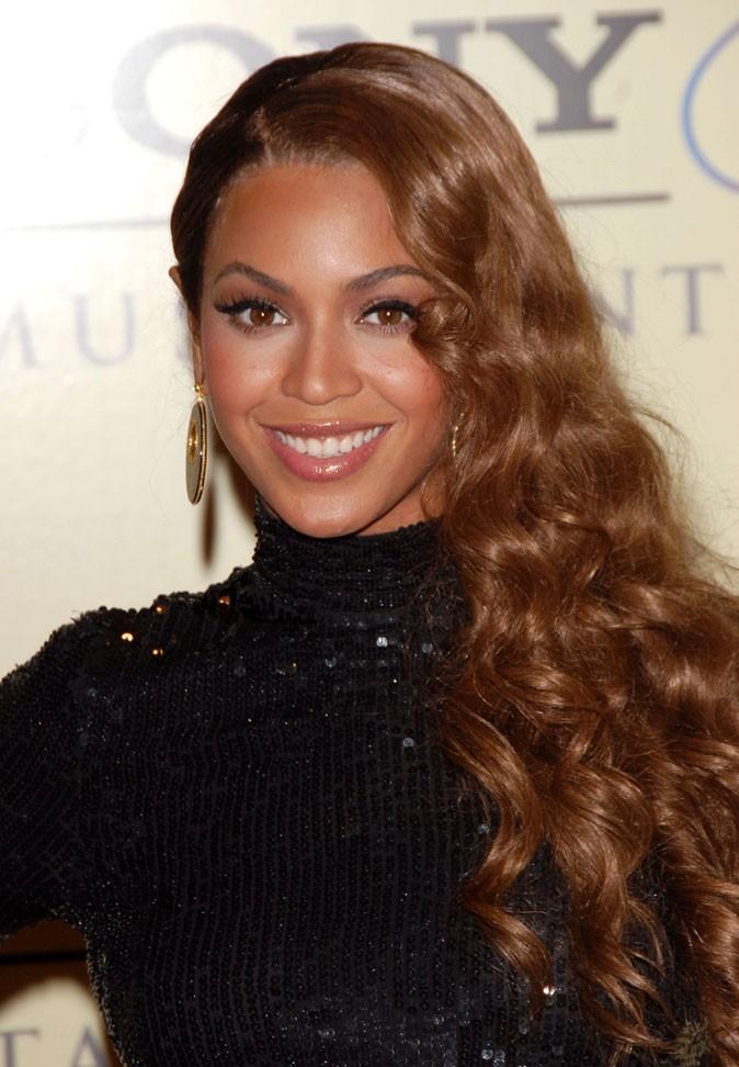 Les cheveux très longs et bouclés de Beyoncé en Février 2007 !
