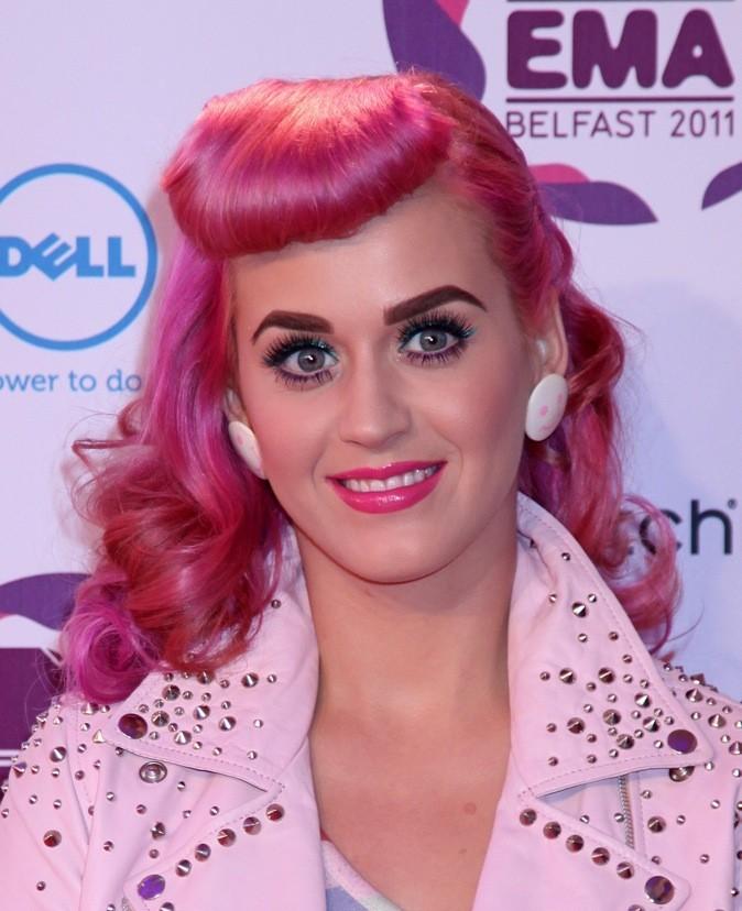 Novembre 2011 : Katy Perry avec les cheveux roses