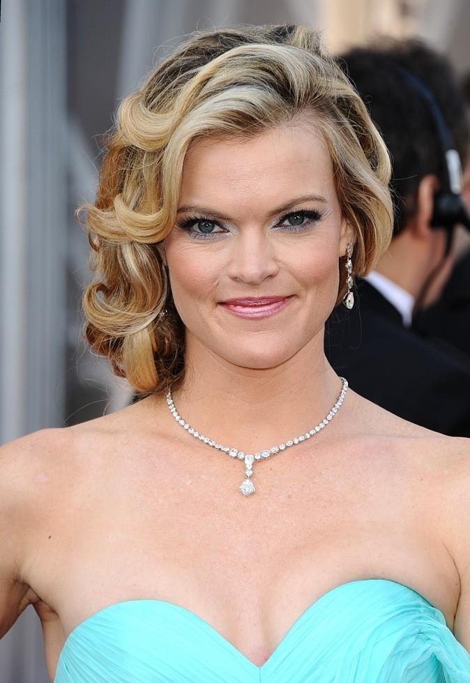 Missi Pyl, certes l'option plâtre du make-up est à revoir mais la coiffure est belle !