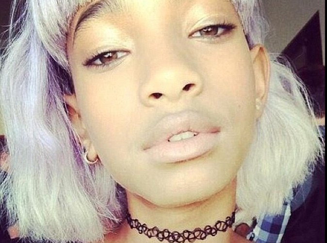 Carré court girly violet pour Willow Smith le 22 avril 2013 !
