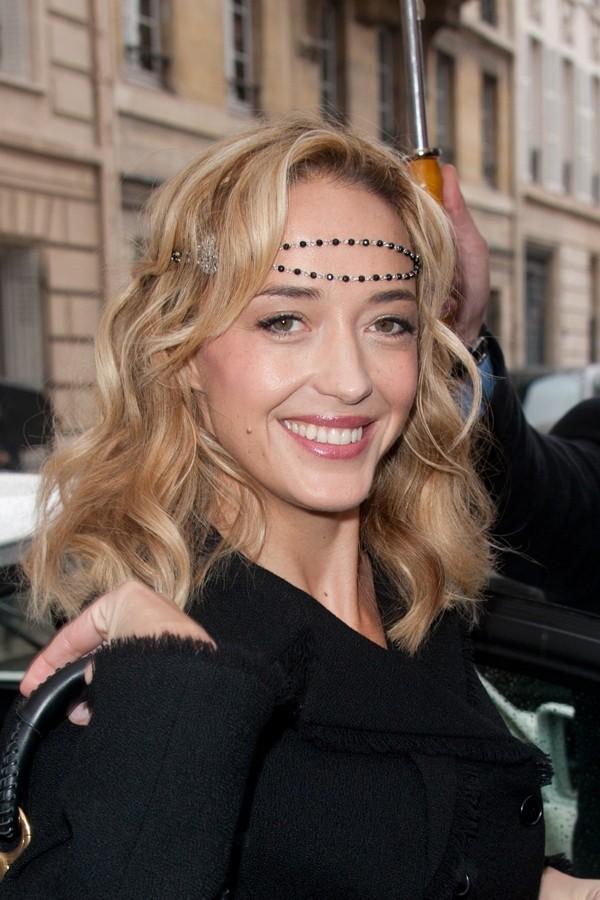 Helene de Fougerolles et son headband bijoux