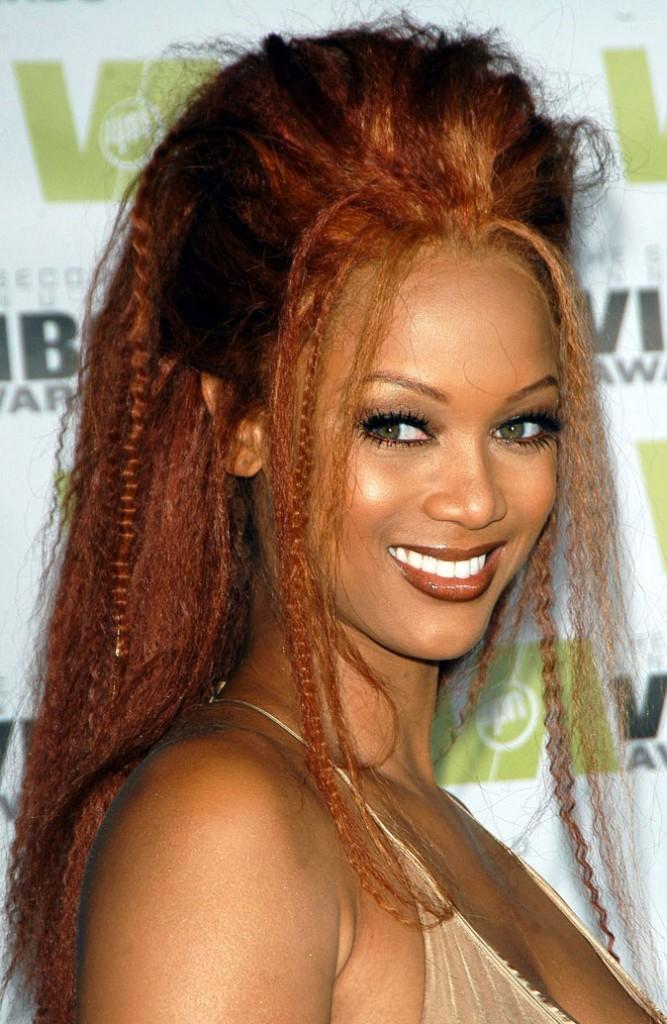 Coloration de star : les cheveux roux de Tyra Banks en 2004