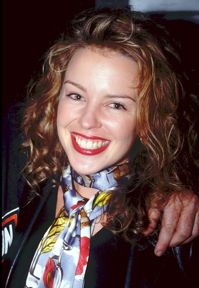 Kylie Minogue en 1996 : s'est-elle fait refaire les dents ?