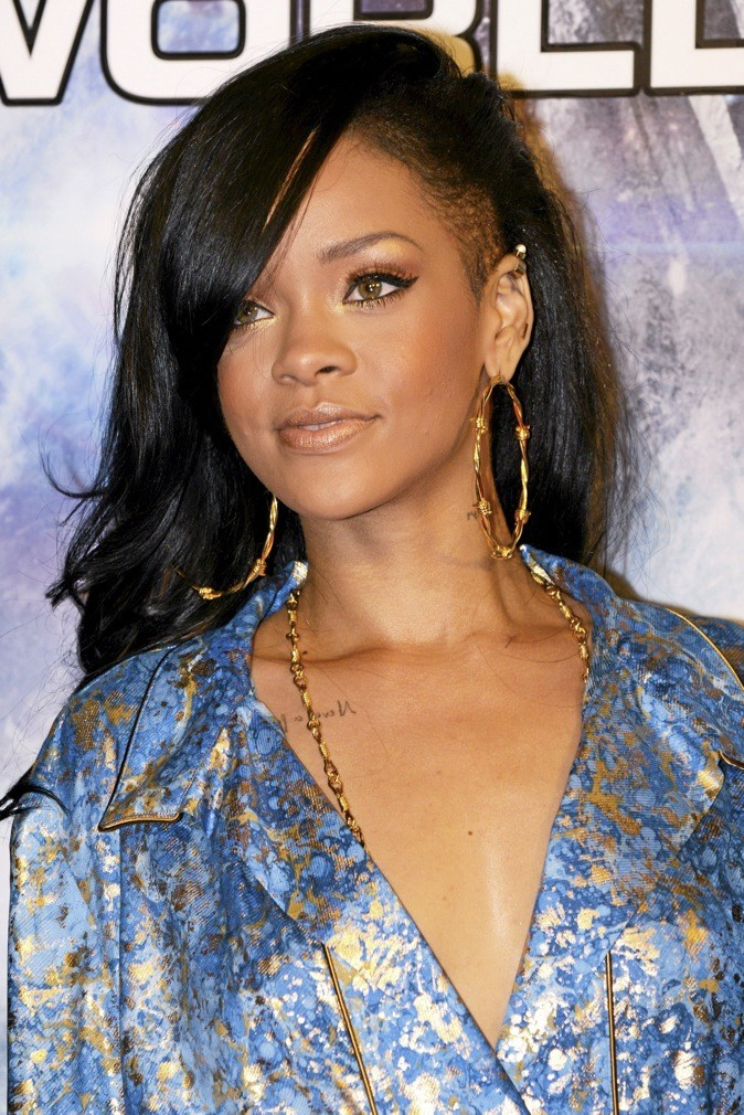 Rihanna est une fan inconditionnelle des rouges à lèvres roug carmin de Dior !