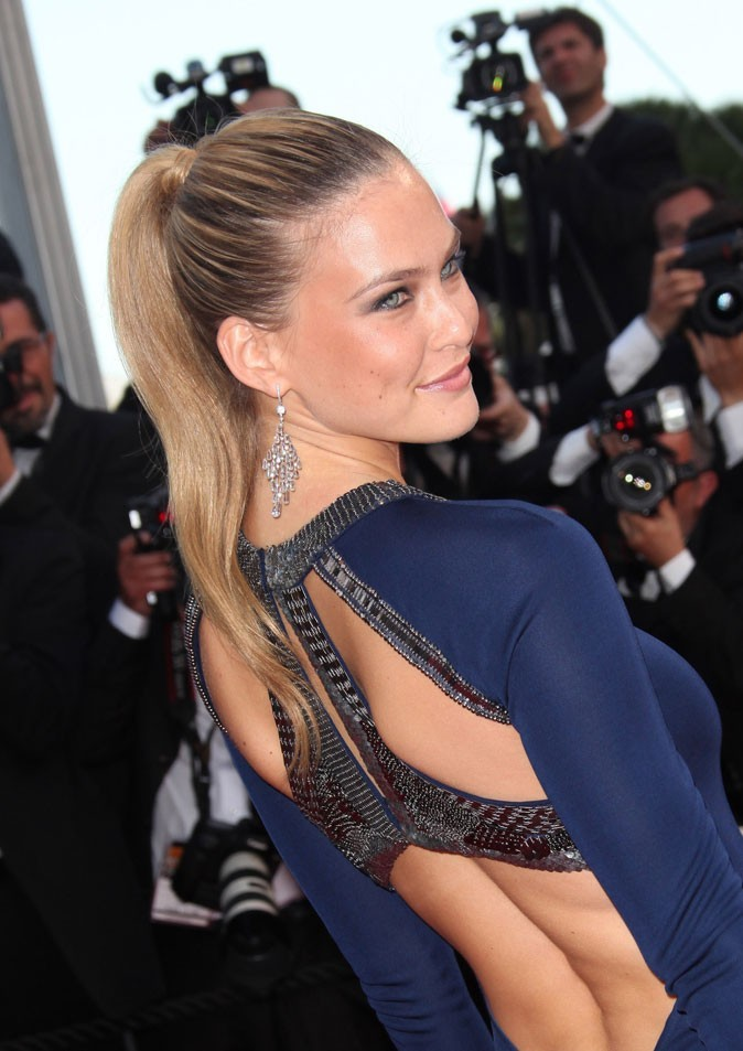 Coiffure de star au Festival de Cannes 2011 : la queue de cheval plaquée de Bar Refaeli