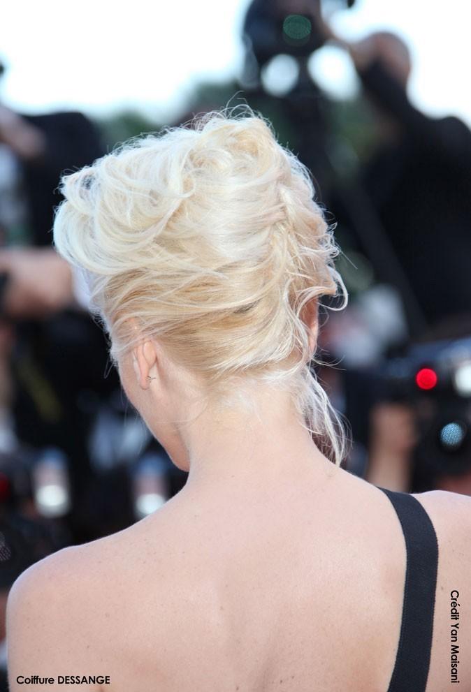 Coiffure de star au Festival de Cannes 2011 : le chignon banane de Gwen Stefani, de dos