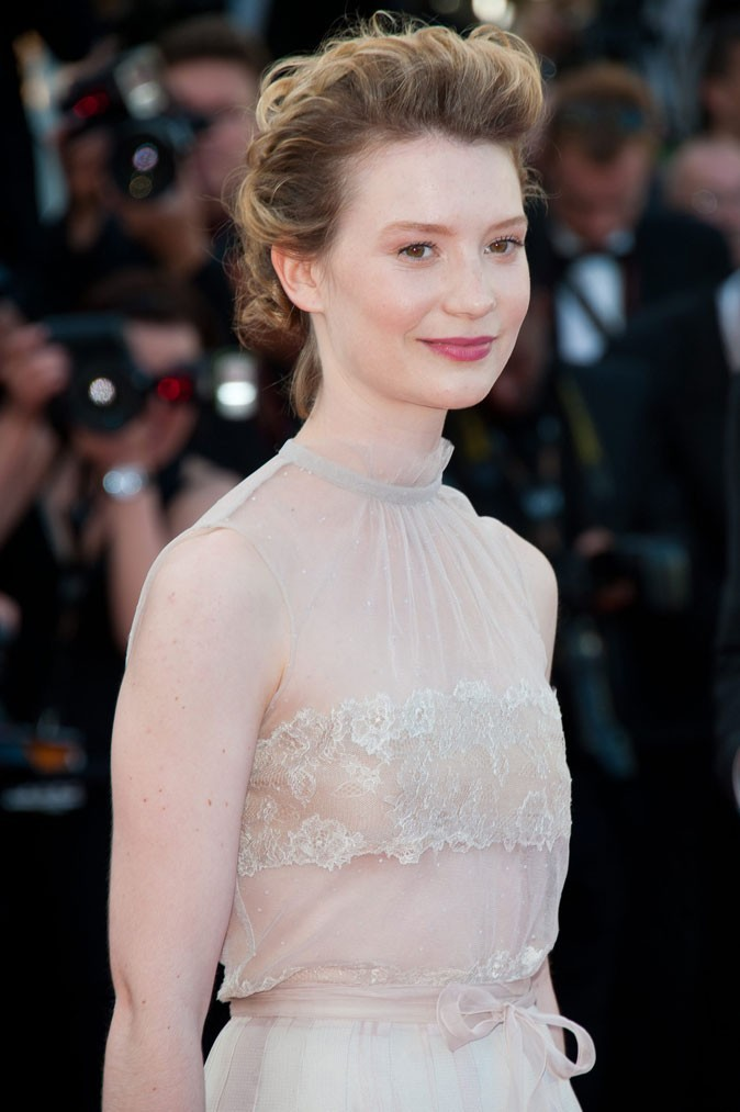 Coiffure de star au Festival de Cannes 2011 : le chignon crêpé gonflé de Mia Wasikowska