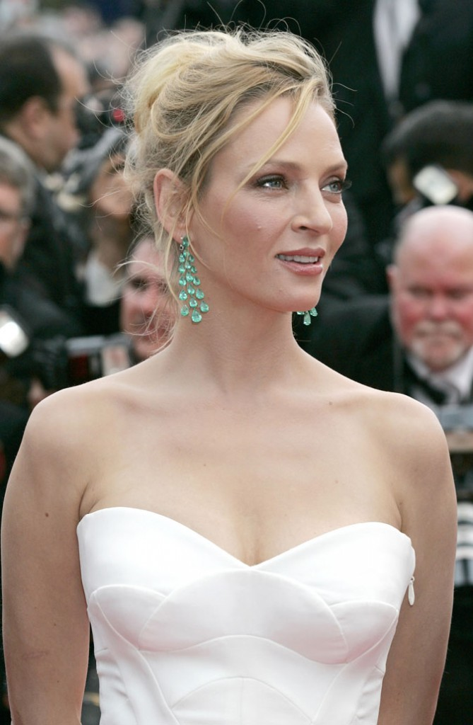 Coiffure de star au Festival de Cannes 2011 : le chignon flou d'Uma Thurman