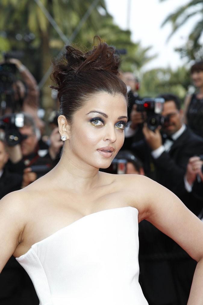 Coiffure de star au Festival de Cannes 2011 : le chignon sophistiqué d'Aishwarya Rai