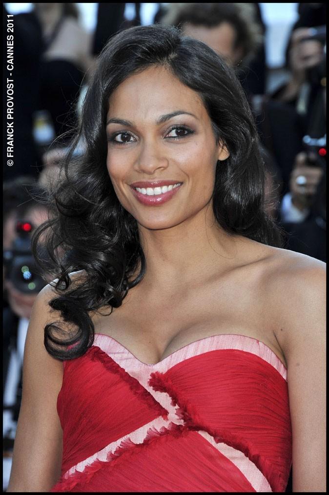 Coiffure de star au Festival de Cannes 2011 : les cheveux bouclés rétro de Rosario Dawson