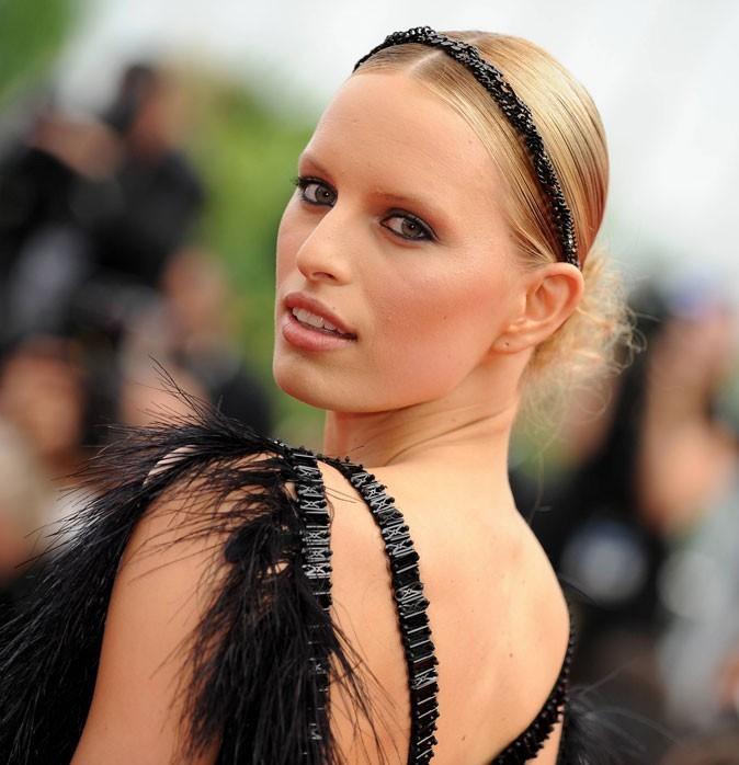 Maquillage de star au Festival de Cannes 2011 : le crayon noir sur les yeux de Karolina Kurkova