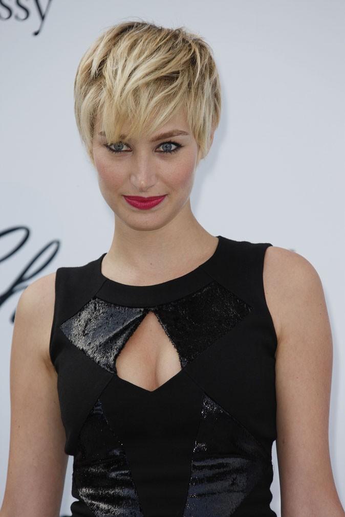 Maquillage de star au Festival de Cannes 2011 : le rouge à lèvres framboise de Pauline Lefèvre