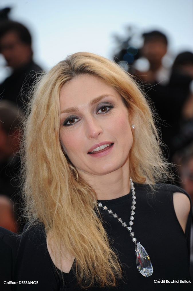 Maquillage de star au Festival de Cannes 2011 : le smoky eye gris de Julie Gayet