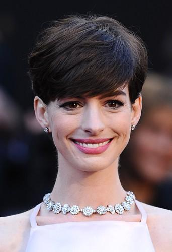 Anne Hathaway s'est coupé les cheveux pour son rôle dans le film Les Misérables.