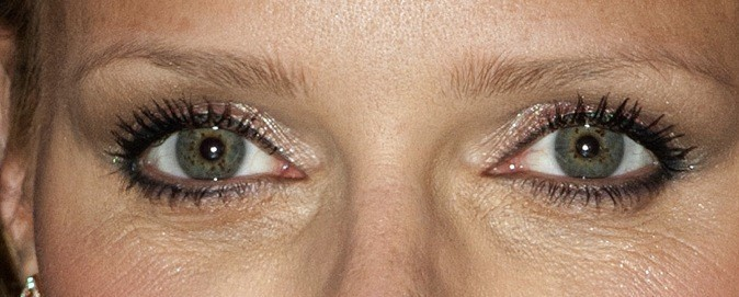 A qui sont ces yeux verts ?