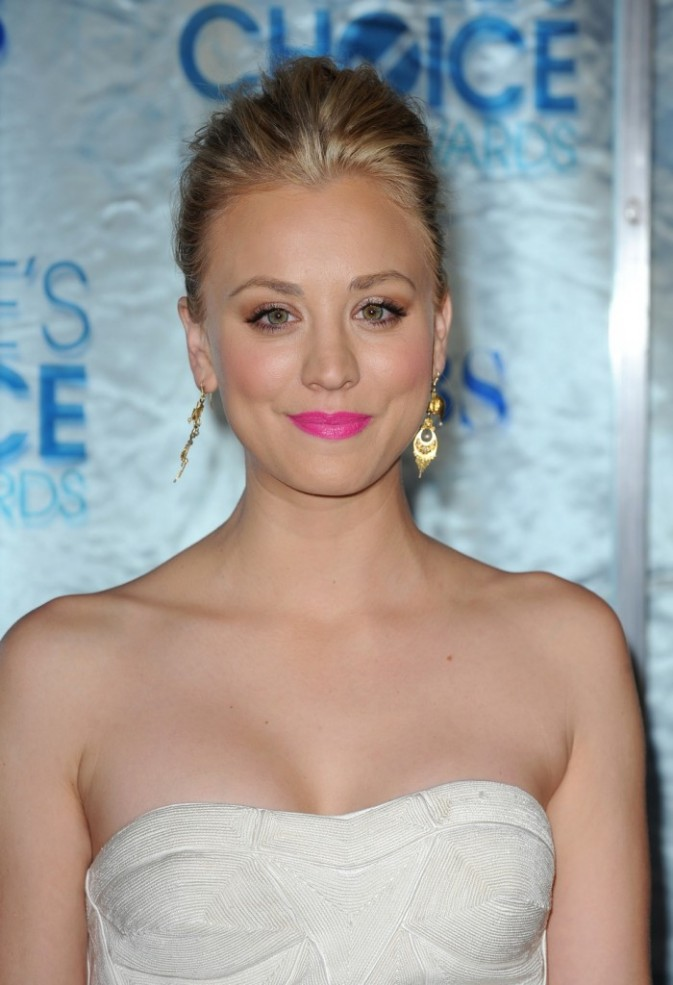 Kaley Cuoco pretty in pink !