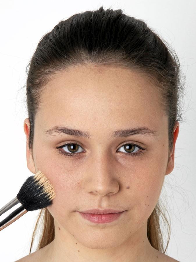 Etape 2 du make-up healthy : un teint nickel