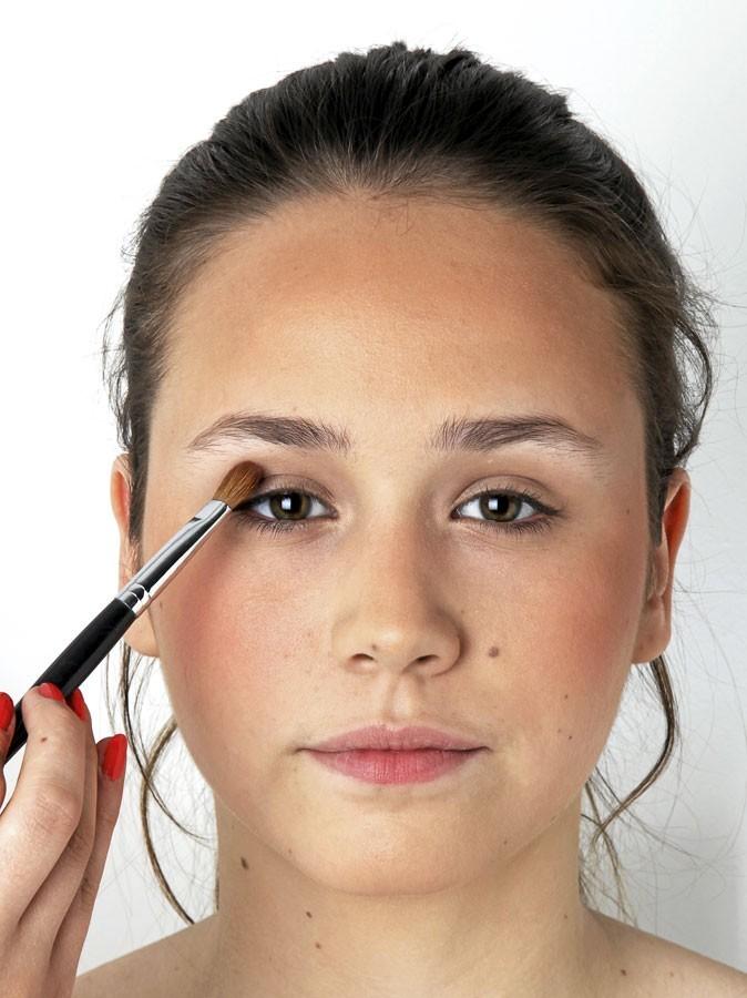 Etape 4 du make-up healthy : pleins fards