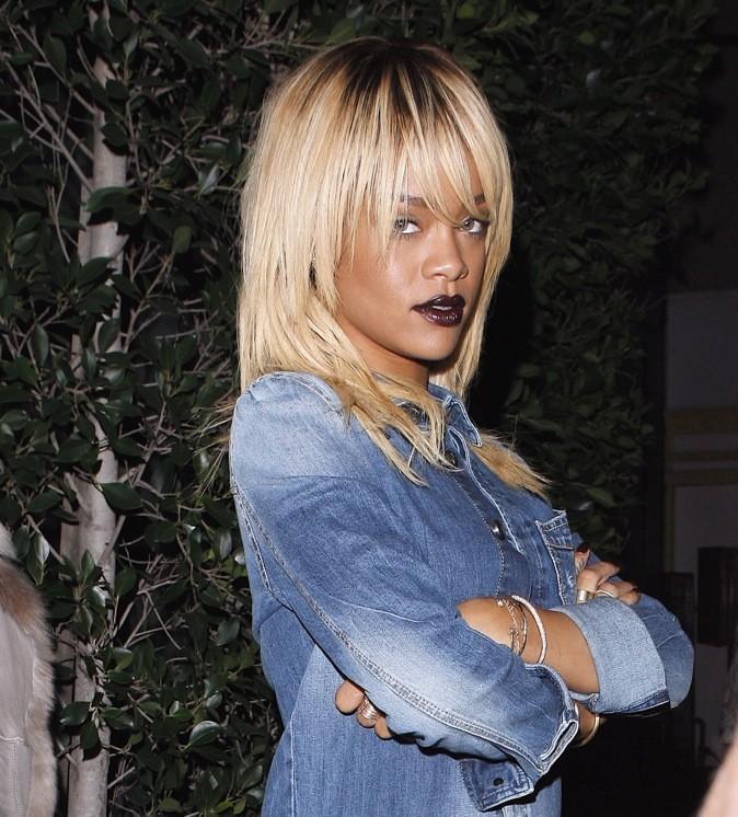 Rihanna : l'aubergine, la nouvelle couleur tendance qui apporte du caractère.