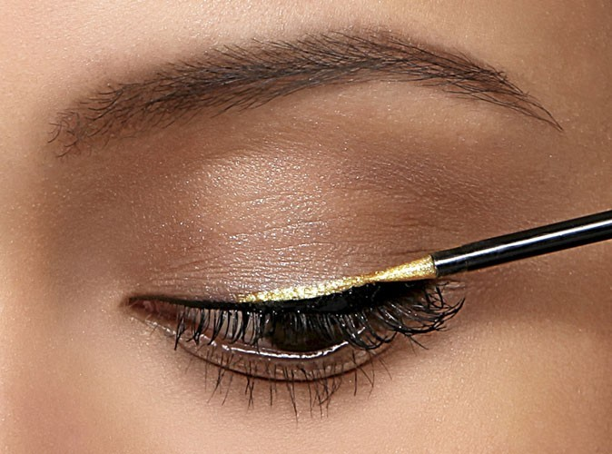 Etape 1 du mode d'emploi de l'eye-liner