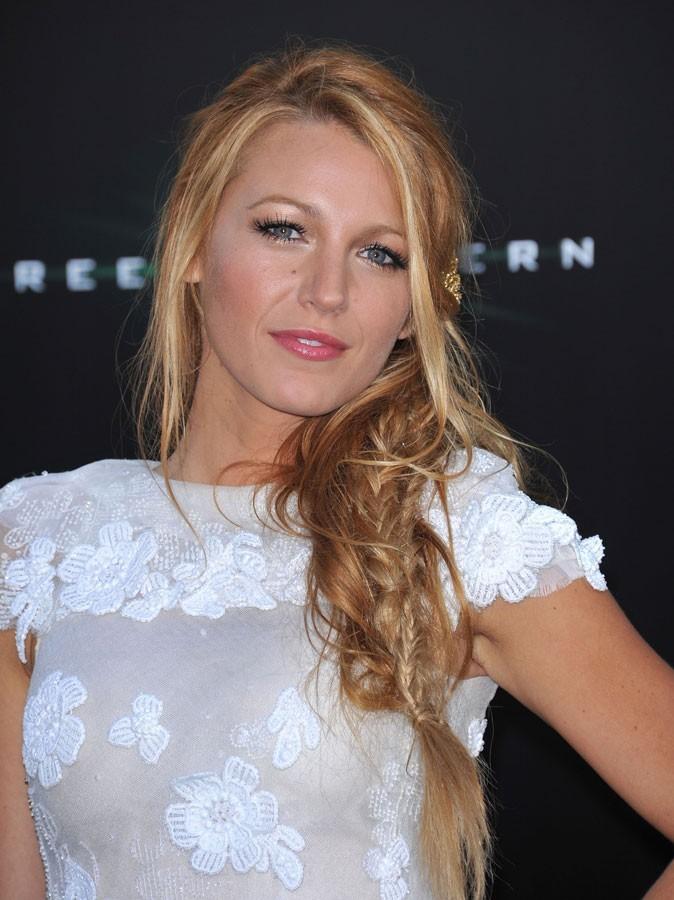 Maquillage été 2011 : cheveux d'or et gloss rose pour Blake Lively
