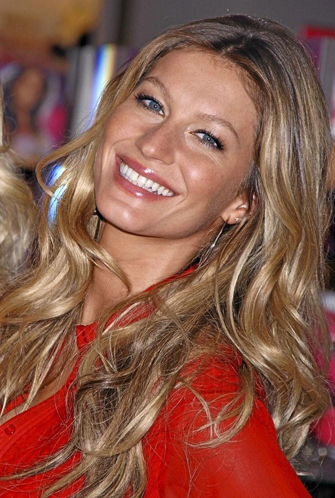 Maquillage été 2011 : Gisele Bündchen mise sur un joli gloss pour rehausser son teint hâlé