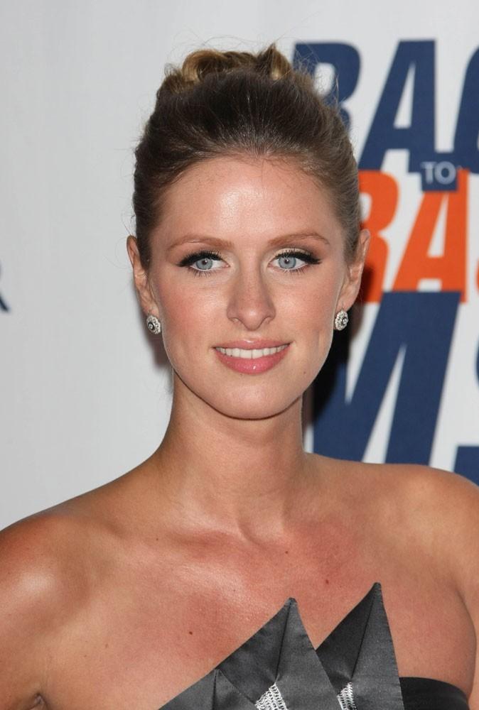 Maquillage été 2011 : le secret c'est de trouver le juste équilibre entre le regard et les lèvres, comme Nicky Hilton