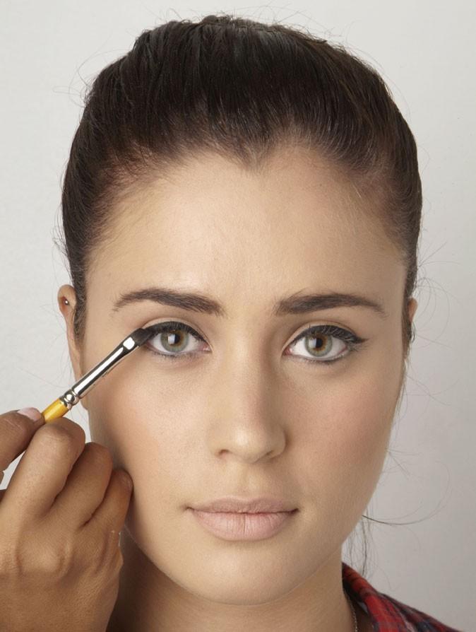Mode d'emploi de l'eye-liner : pinceau et crayon noir